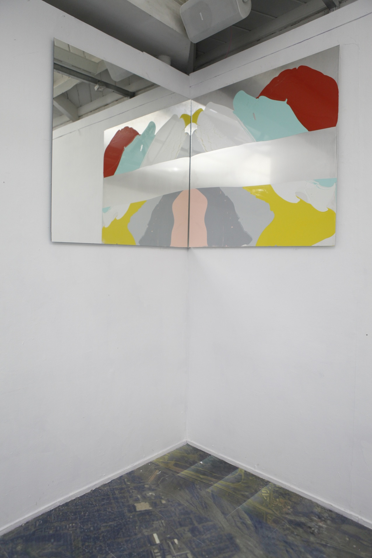Surface I, installation view, 2014/ 2015, gloss paint on aluminium and mirror, each one 120 cm x 120 cm